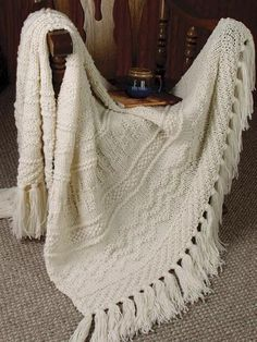 Ravelry: Textured Lap Robe pattern by Rena V. so much like my favorite blanket. Afghan Patterns, Knitting Patterns Free, Knit Patterns, Free Knitting, Crochet Pattern, Finger Knitting, Baby Knitting, Dior Haute Couture, Knitted Afghans