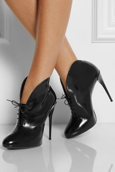 Gucci|Curved leather lace-up ankle boots|NET-A-PORTER.COM