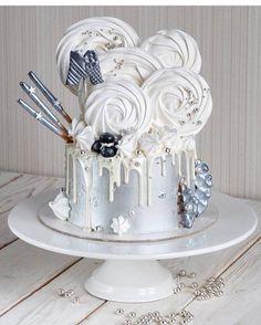 43 отметок «Нравится», 3 комментариев — Торты На Заказ Уфа (@innfinitycake) в Instagram: «На фото торт @le_eklera  У самого яркого кондитера в инстаграме мои любимые тортики под хэш-тегом…»