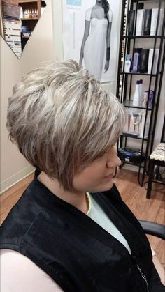 Hair Beauty - height,love-Love this look. Height at the crown and just a little messy styled. Short Hair With Layers, Short Hair Cuts For Women, Short Hair Styles, Short Cuts, Mom Hairstyles, Short Hairstyles For Women, Layered Hairstyles, Beautiful Hairstyles, Natural Hairstyles