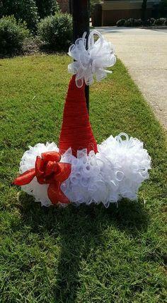 Santa Wreath, Christmas Mesh Wreaths, Christmas Door, Christmas Candles, Christmas Ornaments, Wreath Crafts, Diy Wreath, Wreath Ideas, Christmas Projects