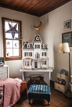 "Jill McCorkle's ""Beacon"" dollhouse. Photo: Tony Cenicola/The new York Times"