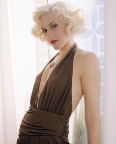 Gwen Stefani Hairstyles to Try Once in Your Lifetime