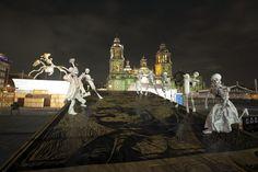 Montaje Ofrenda Monumental que rinde homenaje a José Guadalupe Posada. Foto: Antonio Nava / Secretaría de Cultura del GDF.