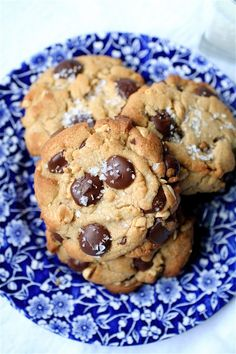 Peanut Butter Chocolate Chip Cookies   The Curvy Carrot Peanut Butter Chocolate Chip Cookies   Healthy and Indulgent Meals Dangling in Front of You