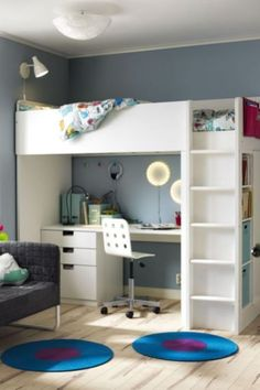Put your home in back-to-school mode! The IKEA STUVA loft bed with desk and storage is the perfect kids' bedroom set-up: a desk for homework, plenty of storage and a cool loft bed! Stuva Loft Bed, Loft Bed Desk, Bunk Bed With Desk, Ikea Stuva Bed, Ikea Loft Bed Hack, Cabin Bed With Desk, Cabin Beds, Loft Bedroom Kids, Kids Bedroom Sets