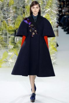 Delpozo Fall 2016 Ready-to-Wear Fashion Show Delpozo Fall 2016 Josep Font has achieved a kind of beautiful stasis, technically faultless and instantly recognizable: the sharply contrasting jewel tones, the couture-level embellishment, the otherworldly hauteur. #NYFW