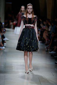 ミュウミュウ 2015年春夏コレクション - 柔らかなパレットで描く、気まぐれな女性像 | ニュース - ファッションプレス