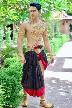 Traditional Thai Clothing, Traditional Fashion, Traditional Dresses, Thai Fashion, Fashion Art, Sexy Asian Men, Sexy Men, Thailand Costume, Thailand Fashion
