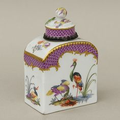 Tea Box, De Messein porcelain, 18th Century. Beautiful tea box with top, each side richly decorated with painted delicate birds. For sale on Proantic by Simetrium Antiquités.  #teabox   #demeissen   #18thcentury