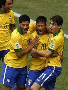 Hulk, Neymar, and Oscar ♥♥ =) Brazilian Soccer Players, Good Soccer Players, Soccer Fans, Sports Basketball, Football Soccer, Football Players, Brazil Football Team, Brazil Team, Football Fever