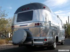 1977 Airstream Argosy Motorhome (J) Airstream Motorhome, Rv, Vintage Airstream, Remodeled Campers, Gas Station, Automatic Transmission, Recreational Vehicles, Chevy, Cool Pictures