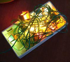 Svetluška+-+vánoční+lucerničky+Krásné+retro+lampičky+na+vánoční+stomeček.+Nálezový+stav.+V+krabici+jsou+dvě+náhradní+žárovičky.+Poznámka:Odstín+se+může+mírně+lišit+dle+nastavení+Vašeho+počítače.+K+objednávce+nad+350+Kč+malý+dárek+jako+poděkování.