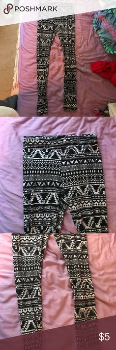 🔴 Aztec patterned leggings Only worn a few times, still in great condition. These fit tight! I am taking offers on all products now :) Pants Leggings
