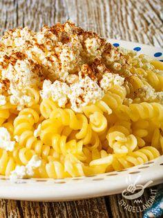 Pasta with ricotta and bottarga - Semplici e veloci, questi Fusilli con ricotta e bottarga appagano il palato di chi ama questo ingrediente così saporito, dal sapore inconfondibile! #pastaconricotta #pastaconbottarga
