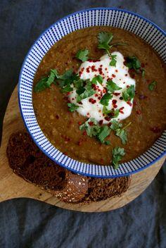 Zonderzooi staat in het teken van gezonde recepten, natuurlijke verzorging en een duurzame lifestyle. Alle recepten zijn vegetarisch of vegan. Moroccan Lentil Soup, Good Food, Yummy Food, Food Tasting, Healthy Soup, Soups And Stews, Lentils, Spicy, Food And Drink