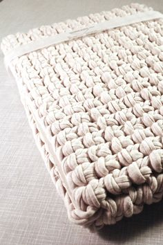 Crocheted Cotton Macbook Sleeve 13inch // Creme #Macbook #sleeve #maccase