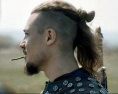 Uhtred De Bebbanburg, Alexander Dreymon, The Last Kingdom, Raining Men, Top Knot, Hairstyles, Hairstyle Ideas, Hair Ideas, Handsome