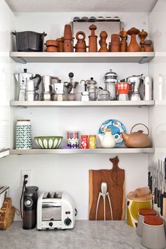 I love the organization of these shelves - grouping like objects. All of the bialetti pots together, clay vases together, etc. Best Kitchen Cabinets, Upper Cabinets, Kitchen Shelves, Kitchen Storage, Bright Kitchens, Cool Kitchens, Kitchen Spotlights, Real Kitchen, Nice Kitchen
