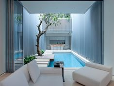Safe Swimming in Shelter with these 5 Indoor Swimming Pool Designs! - Home Decor Ideas Dream Home Design, Modern House Design, Home Interior Design, Exterior Design, Backyard Pool Designs, Swimming Pool Designs, Piscina Interior, Courtyard Pool, Modern Courtyard