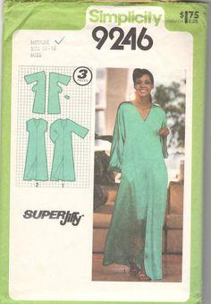 Simplicity 9246 Super Jiffy Misses Pullover Caftan Pattern Kimono Sleeve Womens Vintage Sewing Pattern Size Small Bust 32 - 34 UNCUT Simplicity Sewing Patterns, Vintage Sewing Patterns, Clothing Patterns, Dress Patterns, Sewing Clothes, Diy Clothes, Kaftan Pattern, Tent Dress, Dress Pants