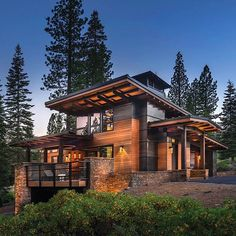 Supreme energy efficiency is not what comes to mind when laying eyes on this guesthouse, one of only two LEED Platinum–certified homes in all of Truckee. Chalet Modern, Modern Mountain Home, Mountain Homes, Dream Home Design, Modern House Design, Modern House Exteriors, Cabin Design, Future House, My House