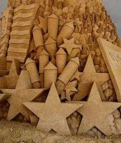 Fourth of July Fireworks Sand Sculpture, Colorado State Fair, Pueblo. Photo by Van Truan Snow Sculptures, Sculpture Art, Sand Play, Ice Art, Sand Painting, Snow Art, Sidewalk Art, Grain Of Sand, Land Art