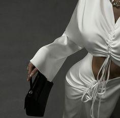 Photo U, White Outfits, Fashion Photo, Black And White, White Silk, Street Style, Stylish, Clothes, Beautiful