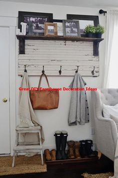 Farmhouse DIY Home Decor Ideas Farmhouse DIY Decor Ideas - Over 100 DIY Farmhouse Home Decor Ideas that are perfect to give your own home the charming and classic style of country living with a modern touch! Rustic Farmhouse Entryway, Rustic Stairs, Modern Farmhouse Living Room Decor, Country Living, Country Decor, Farmhouse Style, Country Chic, Farmhouse Front, Country Homes