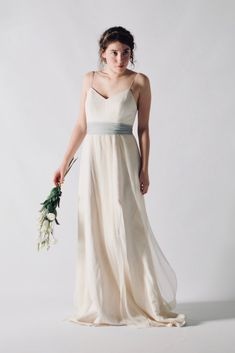 Linen Modern Wedding dress handmade with a silk/linen blend with the lightest silk chiffon imaginable. Choose your costum dress in our store! Fairy Wedding Dress, Wedding Dress Chiffon, Silk Chiffon, Minimalist Wedding Dresses, Spaghetti Straps, Crisp, Bodice, Smooth, Bridesmaid Dresses