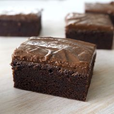 These Thermomix Kahlua Brownies are the perfect dessert for the grown ups! These delicious Thermomix Kahlua Brownies are based on my easy Thermomix Baileys Brownie recipe (which you can find . No Bake Brownies, Chocolate Brownies, No Bake Cake, Easy Brownies, Baking Brownies, Peppermint Cake, Icing Ingredients, Thermomix Desserts, Baking Tins