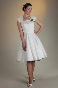 Standesamtskleid 1950' creme-weiss mit Petticoat von SETRINO® Couture aus Berlin.