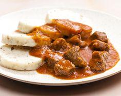 Česká klasika, pokrmy národní i ve velkém oblíbené, bez kterých si Češi nedokáží představit svůj TOP žebříček jídel, na které nedají dopustit. Vybrali jsme pro vás vymazlené recepty nejen na svíčkovou, koprovku či rajskou. Curry, Ethnic Recipes, Food, Curries, Essen, Meals, Yemek, Eten
