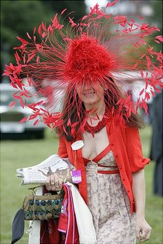 30 Crazy Hats from the Kentucky Derby and Other Horse Races Funky Hats, Crazy Hats, Cool Hats, Red Hats, Women's Hats, Kentucky Derby Fashion, Kentucky Derby Hats, Red Hat Society, Ascot Hats