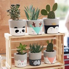 [New] The Best Home Decor (with Pictures) These are the 10 best home decor today. According to home decor experts, the 10 all-time best home decor. Painted Plant Pots, Painted Flower Pots, Concrete Plant Pots, Decorated Flower Pots, House Plants Decor, Plant Decor, Tassen Design, Home Crafts, Diy Crafts