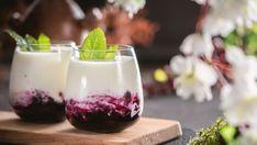 Malinové pyré s tvarohom a bielou čokoládou Coffee Cocktails, Agar, Medicinal Herbs, Pavlova, Tiramisu, Panna Cotta, Pudding, Ethnic Recipes, Food