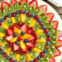 Fruit pizza - love to decorate my food, love this design!