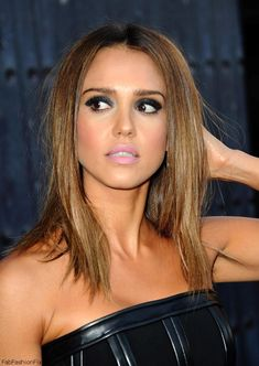 Gorgeous Jessica Alba with smokey eyes, pink lips and bronzed skin at 2014 Spike TV's Guys Choice Awards.