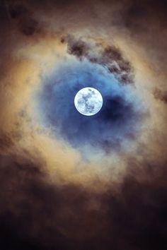 robert-dcosta:  Full Moon    ©    RD                                                                                                                                                      More