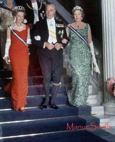Infanta Beatriz, Lord Mountbatten, Infanta Maria Cristina. Desfile protocolario en la Cena previa a la boda de su sobrino Juan Carlos y la princesa Sofía de Grecia