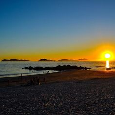 No hay playa más sobrevalorada que Samil sin embargo por estas escenas se lo perdonamos  #vscocam #vsco #galicia #vigo #samil #visitspain #visitciesislands #playacitroen @igersspain @citroenespana