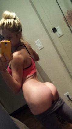 teen ass selfie