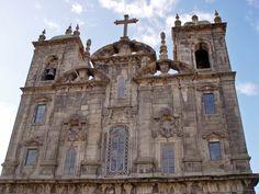 The Baroque São João Novo Church was built from the 17th to the 18th century.