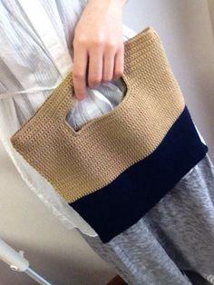 *maiamu*かぎ針編みバイカラーの2wayクラッチ&トートバッグ ゴールド×ネイビー 出品 の画像 *maiamu*ハンドメイドのおしゃれアイテム