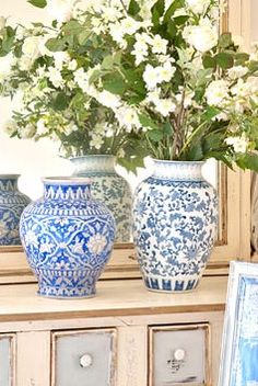 Blue and white are always so lovely.