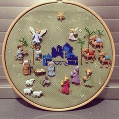 Christmas Cross, Christmas Fun, Christmas Decorations, Xmas, Cat Cross Stitches, Holiday Crafts, Holiday Decor, Button Crafts, Nativity