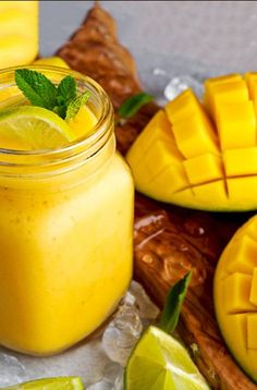 The nutritious & delicious way of losing fat is by including smoothies. Shed your excess belly fat by just sipping in these weight loss smoothies. Here are best smoothie recipes for you. Best Smoothie Recipes, Good Smoothies, Fruit Smoothies, Diet Recipes, Mango Banana Smoothie, Smoothie Drinks, Smoothie Diet, Chicken Recipes, Paleo Diet Plan