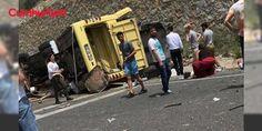 Marmaris'te tur otobüsü devrildi: 17 ölü: Marmaris karayolunun Sakar Geçidi mevkiindeki virajlı rampada bir tur otobüsü devrildi. Muğla Valisi Amir Çiçek kazada 17 yolcunun yaşamını yitirdiğini, 13 kişinin ise yaralandığını belirtti. Olay yerine ambulanslar ve sağlık ekibiyle, itfaiye ekipleri de sevk edildi.