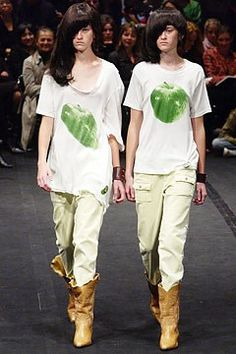 Undercover Spring 2004 Ready-to-Wear Fashion Show - Aurélie and Emilie