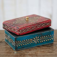I've just found Almirah Antique Style Mango Wood Box. A beautiful jewel of a box to simply look gorgeous or to store anything from your jewellery to your keys. Painted Wooden Boxes, Wood Boxes, Hand Painted, Tree Centerpieces, Paper Tree, Antique Boxes, Diy Box, Handmade Furniture, Box Design